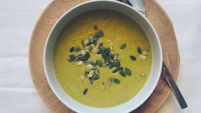 Sopa de alho francês e tremoço