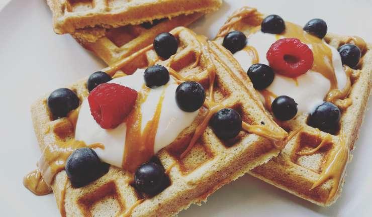 Waffles saudáveis de aveia, linhaça e banana